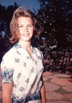 50 Glamorous Photos of Lee Remick From the and ~ vintage everyday Old Actress, Best Actress, American Actress, Classic Actresses, Hollywood Actresses, Linda Kozlowski, Lee Remick, Vera Ellen, Elizabeth Berkley