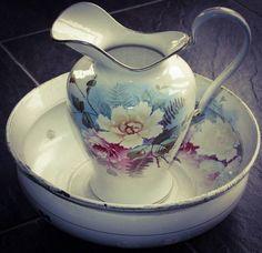 Hoi! Ik heb een geweldige listing op Etsy gevonden: https://www.etsy.com/nl/listing/265844620/enamelware-wash-bowl-and-pitcher-basin