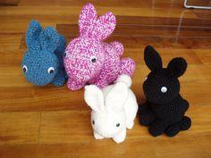 (uncinetto) tutta la famiglia di coniglietti