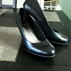 Black shoes Black closed toe comfort plus worn 1 time predictions  Shoes