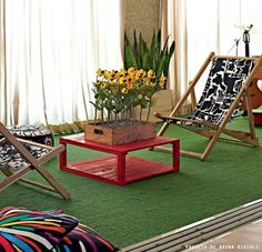 Interesting use of fake grass. Deck Chairs, Outdoor Chairs, Outdoor Furniture Sets, Outdoor Decor, Small Balcony Design, Tiny Balcony, Living Room Home Theater, My Living Room, Outdoor Landscaping