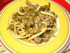 Artischocken mit Pasta + Pinienkernen + Salsiccia (Bratwurst) http://kulinarische.sizilienreise.info