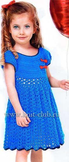 Синее вязаное платье для девочек крючком со схемами