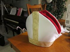 Easy Pope Costume (optionally No Sew! Adult Disney Costumes, Pirate Halloween Costumes, Couple Halloween Costumes For Adults, Costumes For Teens, Couple Costumes, Group Costumes, Pope Costume, Saint Costume, Costume Hats