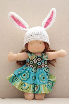 Make a sweet little bunny hat for your doll! The size of this pattern works out for dolls with heads between 11 and 13 inches circum. Crochet Baby Toys, Crochet Doll Clothes, Easter Crochet, Crochet Baby Booties, Crochet Dolls, Crochet Yarn, American Girl Wellie Wishers, Bunny Hat, Yarn Thread