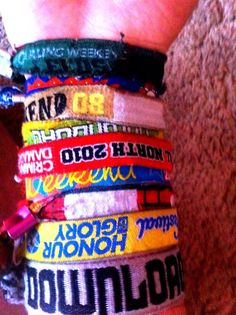 Festival wrist bands Music Fest, Pop Music, Festival Themed Party, Hippie Chic, Festival Fashion, Festivals, How To Make Money, Concert Tickets, Stucky