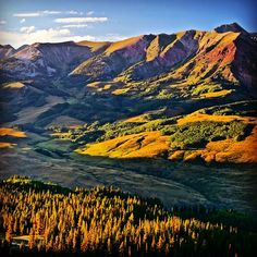 Best #views in #Colorado! @visitcolorado #cbcolors #crestebutte #whiterock #elkmountains #mountains  Photo: Chris Segal