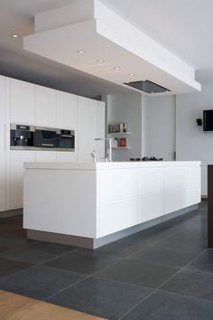 Kitchen Island With Sink, Kitchen Units, Off White Kitchens, Cool Kitchens, Open Plan Kitchen Dining Living, Küchen Design, House Design, Modern Kitchen Design, Beautiful Kitchens