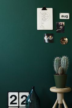 Tikkurila vuono Bedroom Green, Bedroom Wall, Pub Interior, Interior Design, Living Styles, House Painting, Wall Colors, Interior Inspiration, Sweet Home