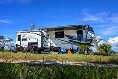 Small Campers, Cool Campers, Camper Life, Vw Camper, Van Life Blog, Camper Kitchen, Camper Interior, 5th Wheels, Remodeled Campers