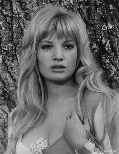 A beautiful photo of the Italian actress Monica Vitti.... ('70)