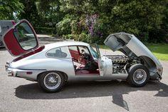Best classic cars and more! Jaguar E Type, Jaguar Xk, Jaguar Cars, Algarve, Jaguar Land Rover, British Sports Cars, Best Classic Cars, Classic Motors, Us Cars