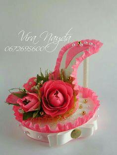 Paper Bouquet, Diy Bouquet, Candy Bouquet, Chocolate Bouquet Diy, Chocolate Diy, Diy Centerpieces, Diy Party Decorations, Fairy Shoes, Paper Shoes