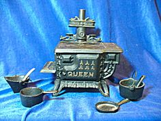 Queen Miniature Cast Iron Stove