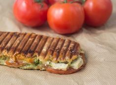 Recipe for panini with chicken, pesto and mozzarella Food C, Love Food, Tefal Snack Collection, Quick Vegetarian Meals, Snack Recipes, Healthy Recipes, Sandwich Recipes, Recipes From Heaven, Food Inspiration