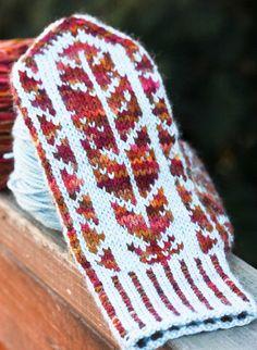 Ravelry: Migration pattern by Lisa Sanchez Knitting Charts, Loom Knitting, Knitting Socks, Knitting Patterns, Crochet Patterns, Crochet Mitts, Crochet Afgans, Knit Crochet, Mittens Pattern