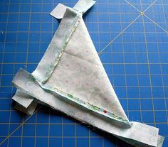 Making mitered corners doesnt' hjave to be hard.Start with a small application to gain confidence in making excellent mitered corners every time! Quilting Tips, Quilting Tutorials, Machine Quilting, Quilting Designs, Sewing Tutorials, Sewing Hacks, Sewing Crafts, Sewing Tips, Sewing Mitered Corners