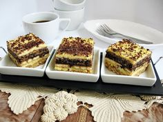 Prajitura cu blat de albusuri, biscuiti si crema de galbenusuri - Galerie foto