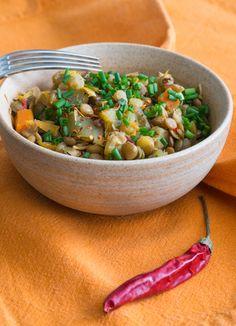 LENTILLES CAROTTES AUBERGINE PIMENT Une recette santé ultra-simple à préparer, pleine de bons nutriments sans favoriser la prise de poids. A découvrir sans tarder ;-) http://www.gourmet-vegetarien.com/lentilles-carotte-aubergine/