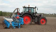Mäiszaaien met Monosem 12-rijige zaaimachine bij Snoeijen Agro Trekkerweb