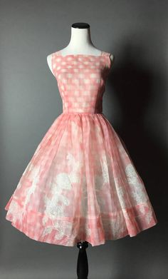 Vintage dress / dress / floral dress / gingham dress / sheer dress / pink dress / fit and flare dress / Fashion Moda, 1950s Fashion, Vintage Fashion, Womens Fashion, Vintage Style, Club Fashion, Classic Fashion, Vintage Dresses 50s, Retro Dress