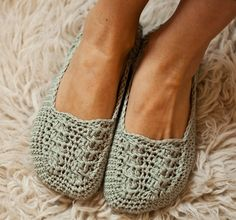 Crochet PATTERN   Ladies Cable Slippers