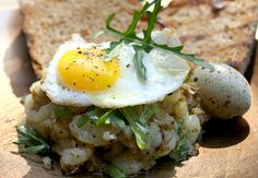 Quail Eggs and Smashed Potatoes. Beautiful spring breakfast: Quail eggs and smashed potatoes with arugula. Quail Eggs, Breakfast For Dinner, Arugula, Kitchen Recipes, Brunch Recipes, Food Inspiration, Potatoes, Stuffed Peppers, Meals
