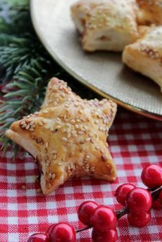 Puff stars with Salmon - Easy Appetizer Christmas - Stelle di sfoglia con Salmone - Antipasto Natale facile Dinner Party Menu, Xmas Dinner, Salty Foods, Best Italian Recipes, Brunch, Xmas Food, Christmas Appetizers, Mini Foods, Food Humor