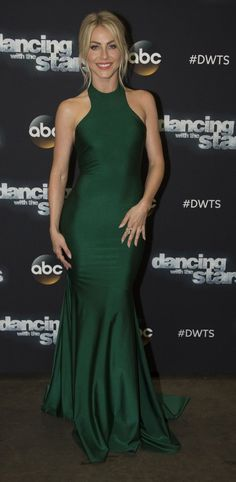 Julianne Hough in Stello walks the red carpet at 'Dancing With The Stars'. #bestdressed