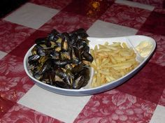 Moules Frites French Food, Cabbage, Calais, Vegetables, Belgium, Ethnic Recipes, Kitchens, Food, Everything