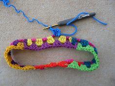Make a granny headband on Crochet Bug. Scrap Yarn Crochet, Crochet Mat, Crochet Poncho, Crochet Stitches, Crochet Patterns, Double Crochet, Single Crochet, Epiphany, Crochet Hair Styles