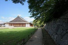 篠山城 復元大書院 Sasayama castle; restored oshoin. Japanese Castle, Cabin, House Styles, Plants, Cabins, Cottage, Plant, Wooden Houses, Planets
