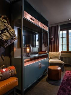Wynnchester reconditioned Swiss Army rucksack and vintage wool blanket roll at Huus Gstaad Hotel in the Swiss Alps. Army Rucksack, Army Bedroom, Master Bedroom, Army Decor, Switzerland Hotels, Indochine, Decorate Your Room, Cool Beds, Home Staging