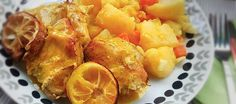 Τόνος φρέσκου τόνου με πατατοσαλάτα στα γρήγορα: Εύκολη συνταγή για ψάρι, αρκετά νόστιμη που θα θέλουν να τη φάνε και οι μικροί μας φίλοι! Shrimp, Meat, Recipes, Food, Essen, Meals, Ripped Recipes, Yemek, Eten