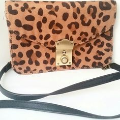 AMERICAN EAGLE CHEETAH PRINT CROSSBODY PURSE Super cute cross body purse made by American Eagle Outfitters. This is a preowned item and has a minor defect on the back, please see last photo. Great to take to a place where you don't want to carry a giant bag, but still be able to hold necessities in! American Eagle Outfitters Bags Crossbody Bags