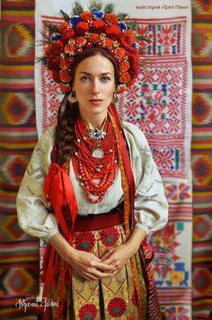 My beautiful Ukraine Folk Fashion, Ethnic Fashion, Mode Russe, Costumes Around The World, Ethno Style, Ukraine Girls, Ukrainian Dress, Folk Clothing, Russian Fashion