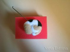 Tutorial needle felting perro dormido by Yana Estrina Fox Face, Needle Felting Tutorials, Pastel Pencils, Felt Animals, Master Class, Felt Crafts, Handicraft, Wool Felt, Free Pattern