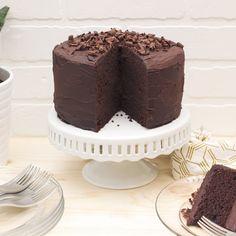Paleo Chocolate Cake with Dark Chocolate Ganache Frosting {gluten-free, dairy-free} - Tasty Yummies