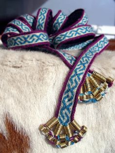 Very nice wire work on Kekmaki band to make a nice belt of it. Inspired by Finnish iron age bronze spiral decoration on textile. Viking Garb, Viking Reenactment, Viking Dress, Inkle Weaving, Card Weaving, Tablet Weaving, Viking Embroidery, Viking Clothing, Textiles