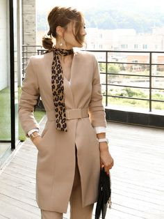 What to choose to work without ever having perspiring endlessly on your private trip. Fashion D, Hijab Fashion, Casual Skirt Outfits, Chic Outfits, Formal Suits, Fashion Collage, Winter Formal, Cold Weather Outfits, Formal Looks