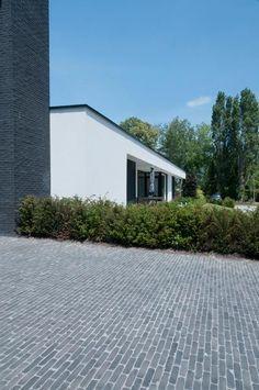 Clay Pavers, Driveway Design, Driveway Entrance, Garden Architecture, Brickwork, Garden Stones, House Front, Landscape Design, New Homes