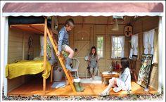 Casita de madera infantil Versailles. Espacio interior de juegos.
