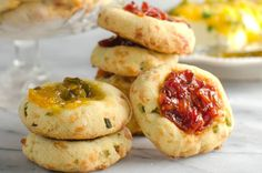 A savory twist on your classic jam-filled thumbprint cookie - cheesy savory cookies with bourbon tomato jam! It& the PERFECT party appetizer! Savory Scones, Cheese Scones, Savoury Cake, Tomato Jam, Brunch, Thumbprint Cookies, Partys, Savory Snacks, Appetisers