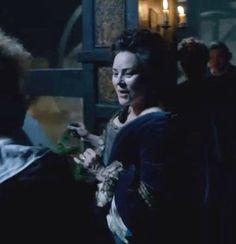 Diana's cameo in episode 104. Claire Fraser, Jamie Fraser, Jamie And Claire, Outlander Novel, Diana Gabaldon Outlander Series, Outlander Season 1, Outlander Casting, Scottish Warrior, Fantasy Tv