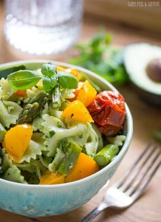 Avocado Pesto Pasta Salad with Roasted Summer Vegetables | sweetpeasandsaffron.com