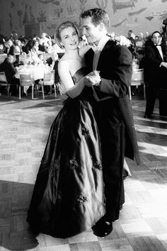 Joanne Woodward dances with her husband Paul Newman at the Academy Awards Governor's Ball on the night that she won the Oscar for Best Actress for her role in 'Three Faces of Eve' Hollywood Stars, Hollywood Couples, Golden Age Of Hollywood, Vintage Hollywood, Classic Hollywood, Hollywood Men, Hollywood Boulevard, Hollywood Celebrities, Grace Kelly