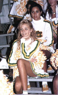 STOP EVERYTHING! See stars' high school pictures. Cameron Diaz hasn't change at all: