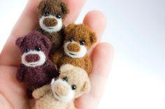 "Gabrielė, Mistr Sandman - needle felted bears, 1"" high"