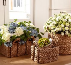 Creative ways to display flowers in and around your home. Surprising flower arrangements that definitely make you think outside the vase. Fresh Flowers, Beautiful Flowers, Garden Basket, Basket Planters, Deco Floral, Vintage Roses, Storage Baskets, Garden Projects, Amazing Gardens