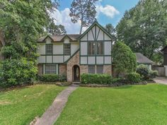 FOR SALE!! MLS #: 32517044 14927 Kimberley Ln Houston, Tx 77079 Contact us for more information at: (832) 456-6335 info@cgrealtors.net www.CGRealtors.net